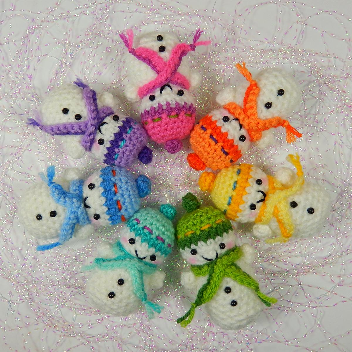 Free Amigurumi Snowman Patterns : Teeny Tiny Snowmen Moji-Moji Design