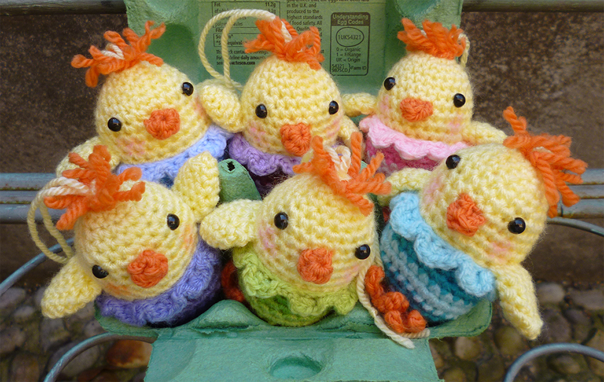 Free Crochet Pattern Easter Chick : Little Chirpy Chick Moji-Moji Design