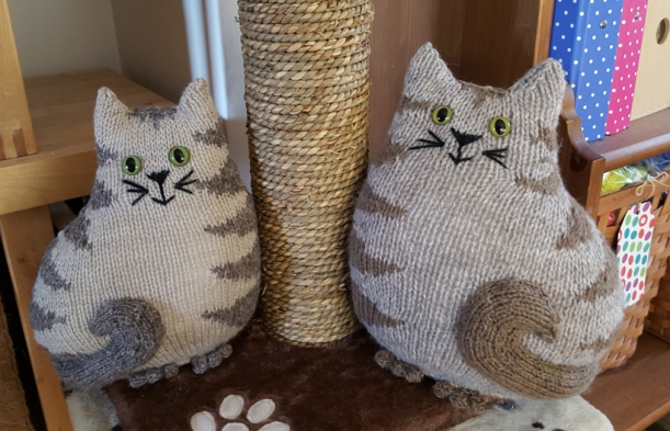 Two-Knitted-Cats