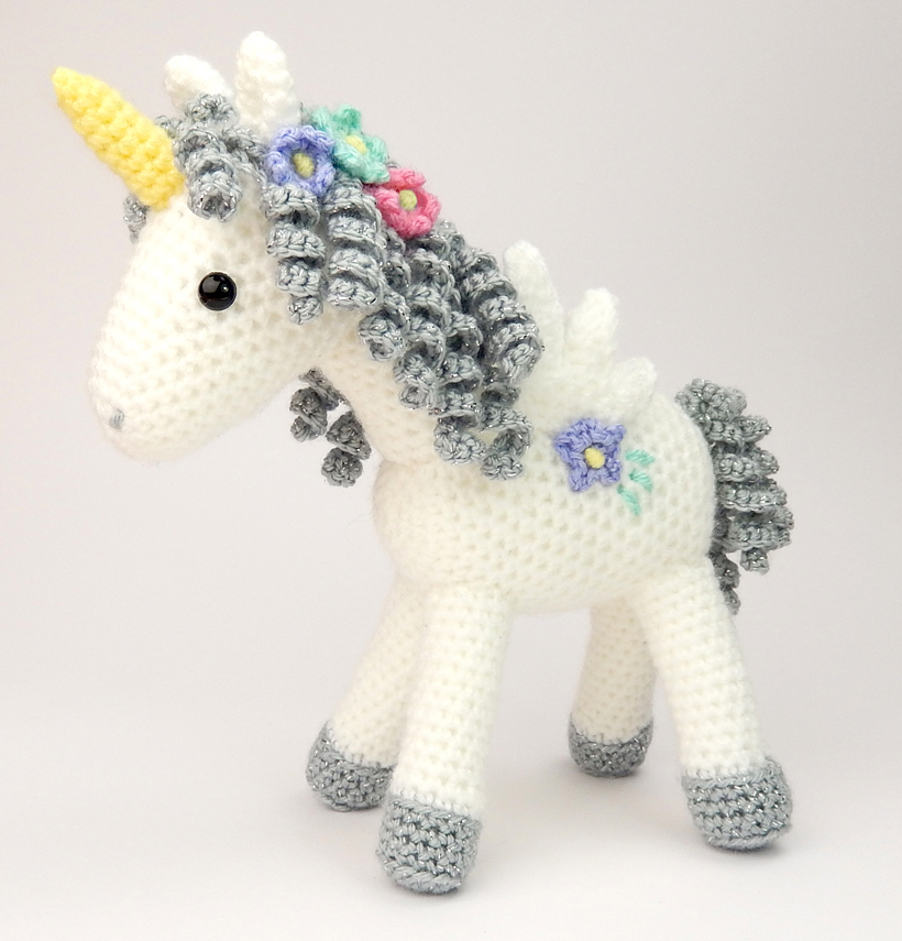 Unicorn Amigurumi Yarn Yard : Curlicue the Unicorn Moji-Moji Design