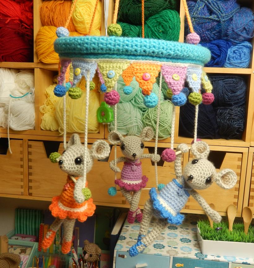 trapeze-mice