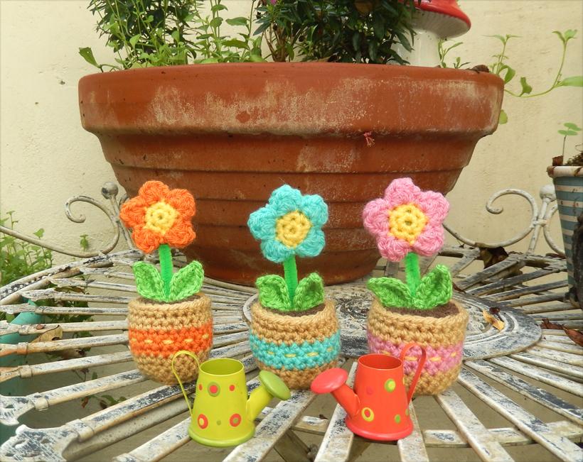 crocheted-pots