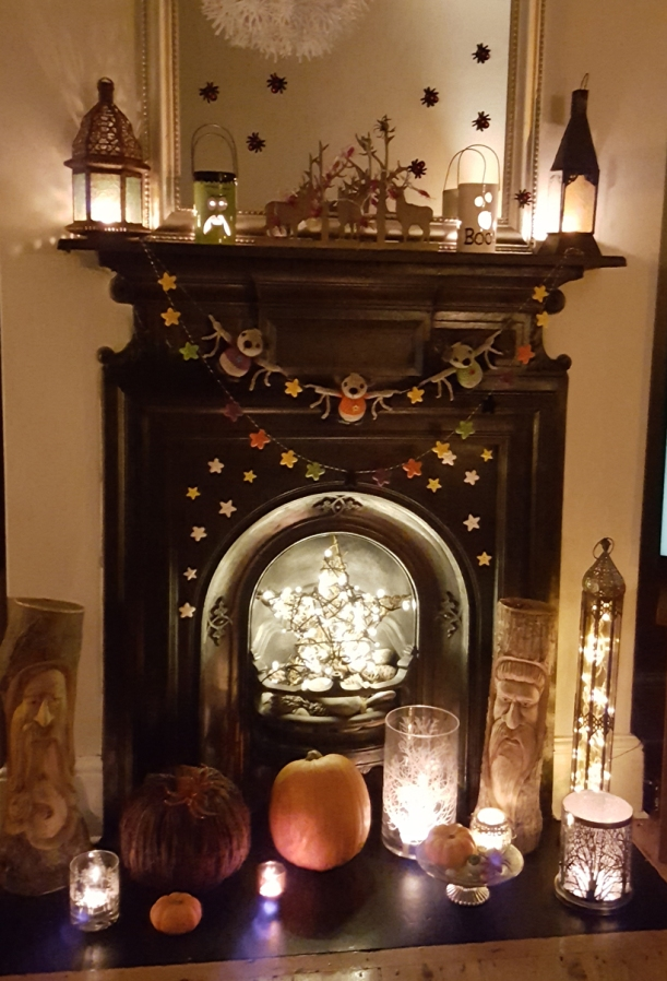 halloween-fireplace